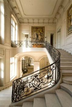 ♔ Hotel de la Tresne ~ Bordeaux I want a staircase like this in my house! French Architecture, Beautiful Architecture, Architecture Details, Interior Architecture, Interior And Exterior, Interior Design, Grand Staircase, Staircase Design, Stairways