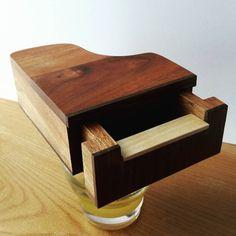Plus que quelques détails et il est prêt ! #piano #woodworking... IFTTT Tumblr