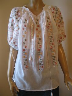 Romanian blouse   -   ecru and browns tinny flowers in lace size M / L