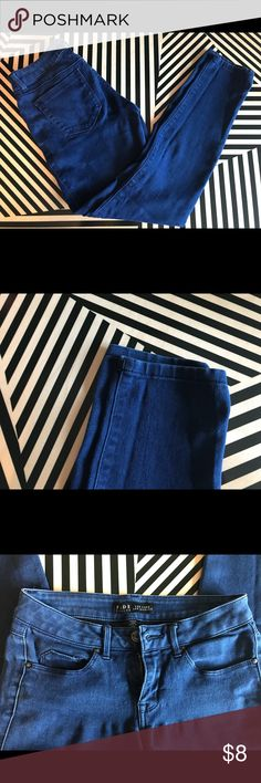 Fade to blue New York Los Angeles jeggings Gently used jeggings. Super soft and comfortable for a long day. Real pockets, paired with a crisp white top and your good to go! Jeans Skinny