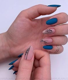 25 Elegant Nail Designs to Inspire Your Next Mani - Nägel - Nageldesign Cute Acrylic Nails, Acrylic Nail Designs, Matte Nails, Nail Art Designs, Nails Design, Gradient Nails, Black Nail Designs, Glitter Nails, Elegant Nail Designs