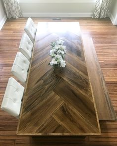 46 Inspiring Mid Century Dining Room Table Decor Ideas - All About Decoration Farmhouse Dining Room Table, Dining Room Table Decor, Decoration Table, Dining Room Design, Dining Room Furniture, Room Decor, Rustic Wood Dining Table, Kitchen Table With Bench, Dining Table Bench