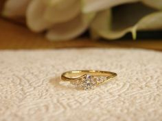 婚約指輪のオーンダをゴールドでおつくりしました。 優しく打ち寄せる波が、ダイヤモンドを優しく包み込んでいるよう。 ゴールドが柔らかな雰囲気も演出していて、とても穏やかで優しいリングに仕上がっています。 [engagement,ring,wedding,bridal,gold,diamond,オーダーメイド,イズ,婚約指輪,ith]