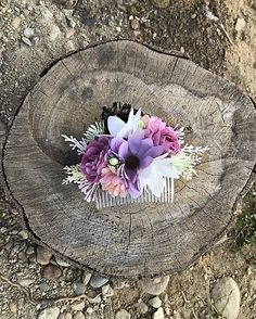 Kvetinový hrebienok do vlasov vhodný na každú príležitosť