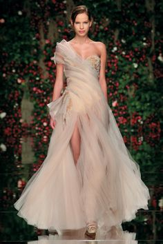 Abed Mahfouz 2011 Fall Couture A great beach wedding dress! Abed Mahfouz, Couture Fashion, Runway Fashion, High Fashion, Stephane Rolland, Zuhair Murad, Looks Style, Couture Collection, Couture Dresses