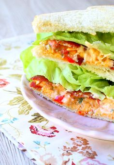 Bacon Lettuce and Pimento Cheese Sandwich by Foodtastic Mom Pimento Cheese Sandwiches, Pimento Cheese Recipes, Pimiento Cheese, Grilling Recipes, Slow Cooker Recipes, Fun Buns, Nice Buns, Sandwich Recipes, Sandwich Ideas