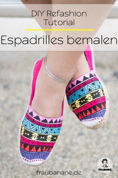 { Refashion } Espadrilles mit Acrylfarben bemalen Painting {Refashion} Espadrilles with acrylics – Fraubanane Ballerinas, Pumps, Heels, Espadrilles, West East, Ankle Boots, Refashion, My Style, Sneakers