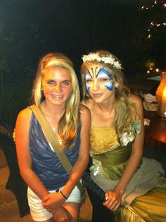 Taylor with a fan on June [x] Young Taylor Swift, Taylor Swift Funny, Estilo Taylor Swift, Long Live Taylor Swift, Taylor Swift Songs, Taylor Swift Pictures, Taylor Alison Swift, Swift 3, Swift Photo
