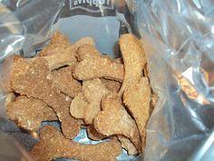 """Här kommer ett nytt repcept på ett enkelt hundgodis du gör själv, som jag fick av en nöjd kund. Detta är Risungs Leos favoritgodis skriver matte Anette i sitt mejl. Håll till godo och låt era hundar få smaka på Leos """"favvogodis"""". Kladdar inte i fickan heller hälsade Leos matte. Ska pröva det på min ..."""