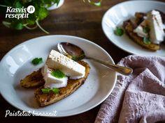 Paistettua banaania vaniljajäätelöllä Helppo ja herkullinen jälkiruoka kaikkiin tilanteisiin! Couscous, Pesto, French Toast, Curry, Breakfast, Food, Morning Coffee, Curries, Essen