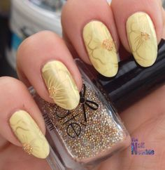 Absolutely beautiful color combo!!! Pastel yellow and gold!