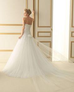 246 TERUEL / Wedding Dresses / 2013 Collection / Luna Novias (back)