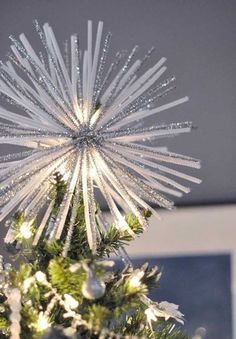 Pipe Ceaner Starburt | 15 DIY Christmas Tree Topper Ideas, check it out at https://diyprojects.com/diy-christmas-tree-topper-ideas