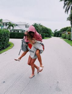 See more of girlfeed's content on VSCO. Photos Bff, Best Friend Photos, Best Friend Goals, Vibes Positivas, Bff Poses, Cute Friend Pictures, Cute Friends, Summer Photos, Girl Gang