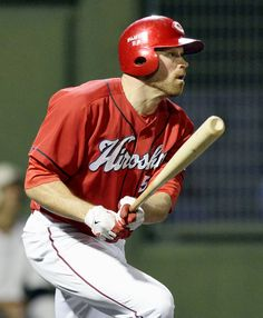Nate Schierholtz is constantly making adjustments early in his NPB career.   KYODO