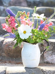 Snapdragons, cosmos and veronica make long-lasting cut bouquets.   More ideas on cutting gardens: http://www.midwestliving.com/garden/flowers/enjoy-a-cutting-garden/