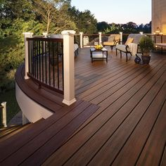 Wonderful Trex Decking Cost For Exterior Design Ideas: Enchanting Trex Decking Cost With Wood Deck Floor And Wood Deck Railing Plus Outdoor Furniture Casa Patio, Backyard Patio, Patio Stairs, Patio Plan, Wood Deck Railing, Deck Spindles, Railing Planters, Railing Ideas, Deck Cost