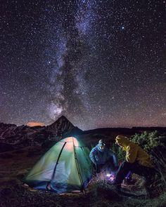 Takto sme si varili večeru pod šialene krásnou oblohou a že vtedy človeku chutí! magické #praveslovenske Belianske Tatry od @_adam_milo_ #tatry #tatramountains #night #nightlife #nightsky #nightout #nightime #nightphoto #stars #lights #nightlights #mountainlife #mountainslovers #naturelovers #hiking #camping #amazing #magic #magical #cooking #goodideaslovakia @slovakia.travel @tatryspispieniny @pripijam