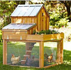 Prachtige afgewerkt kippenhok, dit model kun je met de planken van pallets bouwen. Kippenhok volgens het boekje, helaas hebben wij geen bouwtekening.