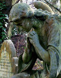 angel cemetery statue.....