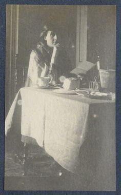 Virginia Woolf by Lady Ottoline Morrell, vintage snapshot print, circa 1917 © National Portrait Gallery, London. Virginia Woolf, Anita Berber, Lady Ottoline, Leonard Woolf, Bloomsbury Group, Henry David Thoreau, Writers And Poets, National Portrait Gallery, Portraits