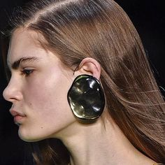 Door-Knocker Earrings Are Back, Thanks to Balenciaga and Céline - Vogue Jewelry Accessories, Fashion Accessories, Jewelry Design, Jewelry Ideas, Celine, Jeweled Shoes, Shoe Clips, Statement Jewelry, Balenciaga