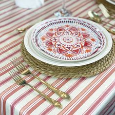 Ahhhhhh! When the weather warms up, decorating means easy summer tablescapes that elevates casual gatherings with friends and family, outdoor patios, and even become the centerpiece for other summer special celebrations. Waterproof Tablecloth, Spirit Of Summer, Red Orange Color, Summer Special, Pretty Patterns, Floral Centerpieces, Simple Elegance, Tablescapes, Outdoor Patios