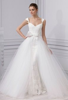 Bridal Trend: Convertible Wedding Dresses!Famous designers that are adding convertible wedding dresses to their collections.  #Dresses #wedding #bride #fashion #reemacra #moniquelhuillier #oscardelarenta #romonakeveza #martinaliana