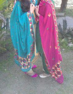 meri audd di wekh phulkari we kanka da rang auddya. Kurta Pajama Punjabi, Punjabi Salwar Suits, Patiala Suit, Pakistani Suits, Indian Suits, Indian Wear, College Girl Photo, Punjabi Suits Designer Boutique, Suits For Women