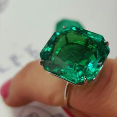 Sotheby's viewing: Colombian emerald weighing 17.50 carats. #nofilter #sothebys #sothebysjewels #emerald
