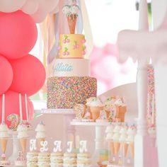 Fofura essa inspiração candy para festinha de 1 ano�� #divasnoaltar #happiness #happy #love #like4like #casar #casamento #bride #maesrj  #noiva #vestido #dress #decoration  #ideias #food #drink #doces #frases #evento #doces #fashion #moda #decor #decoration #paisefilhos #festa #noivas2017 #home #noivas  #divasbabys #baby #kids http://gelinshop.com/ipost/1521504257508028443/?code=BUdeA-ZArAb