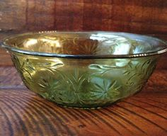 Green daisy depression glass serving bowl by Indiana Glass