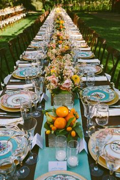 Lunchtime #Wedding Treat - Beautiful outdoor wedding tablescape.