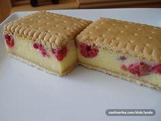 Osvježavajući ljetni kolač, brzinska kombinacija kuhane kreme, svježih malina i petit keksa. Opet će biti kefanje oko zadnjeg reda u protvanu :):)