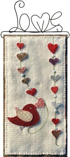 Hangin Hearts – ein Last-Minute-Stich - quilt patterns Penny Rug Patterns, Wool Applique Patterns, Felt Patterns, Felt Applique, Applique Quilts, Quilt Pattern, Quilting Patterns, Applique Ideas, Print Patterns