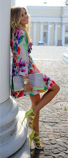 Great Summer Outfit Fresh and Colorful Street Style Mode Chic, Mode Style, Louboutin Wedding, Moda Fashion, Womens Fashion, Fashion Trends, Fashion Styles, Ladies Fashion, Trendy Fashion