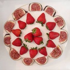 Ein letztes Mal Sommer! Zumindest in Tortenform One lasthellip Kakao, Strawberry, Fruit, Vegetables, Food, Rice Flour, Gluten Free Cakes, Food Food, Agaves