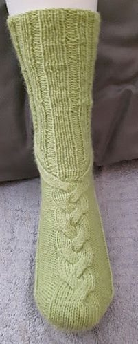 Ölkyt by Minna Ranta - free Little Cotton Rabbits, Boot Toppers, One Color, Colour, Yarn Colors, Knitting Socks, Sock Shoes, Sewing Projects, Slippers