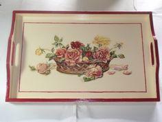 Vassoio in legno costruito e decorato a mano  con decoupage raffigurante un cesto di fiori
