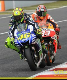 Marc Marquez very nearly touching Valentino Rossi at Catalunya 2014