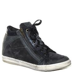 #Sneaker #Khrio in camoscio blu scuro http://www.tentazioneshop.it/scarpe-khrio/sneaker-24075-blu-khrio.html