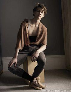 Julian Mackay para L'Uomo Vogue por Mary McCartney