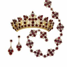 Georgian Tiara Set in Gold, Seed Pearls, and Garnets with a Necklace and Pair of Pendant-Earclips En Suite