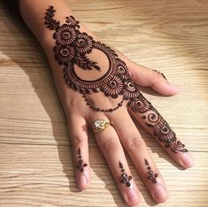 Mehndi henna designs are searchable by Pakistani women and girls.Women, girls and also kids apply henna on their hands, feet and also on neck to look more gorgeous and traditional. Henna Hand Designs, Mehandi Design For Hand, Mehndi Designs Finger, Latest Arabic Mehndi Designs, Stylish Mehndi Designs, Mehndi Designs For Girls, Mehndi Designs For Beginners, Wedding Mehndi Designs, Mehndi Designs For Fingers