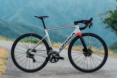 Orbea has revealed an updated version of its Orca road bike – the Orca OMX, which is available exclusively with hydraulic disc brakes. Cycling Tips, Cycling Workout, Road Cycling, Workout Men, Triceps Workout, Open Water Swimming, Swimming Tips, Swimming Workouts, Spin Bikes