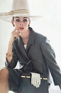 Jean Shrimpton / Vogue UK  ✨♡✨.☆ www.SocietyOfWomenWhoLoveShoes.org Instagram @SocietyOfWomenWhoLoveShoes Twitter @ThePowerOfShoes