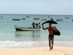 Cap Vert: retour de pêche sur la plage de Santa Maria / Cape Verde: back fishing on the beach of Santa Maria On The Beach, Santa Maria Cape Verde, Ecuador, Vietnam, Cap Vert, Photos Voyages, Getting Wet, West Africa, Coin