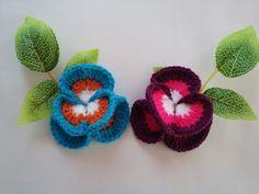 DIY: How to crochet pansy Crochet Flower Patterns, Crochet Designs, Crochet Flowers, Crochet Lace, Sketch Style, Crochet Christmas Trees, Crocodile Stitch, Irish Lace, Crochet Videos