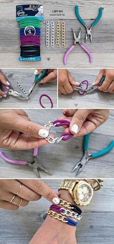 Foto: een armband van schakels en haarelastiekje, verrassend grappig om te zien.. Geplaatst door mtvanmil op Welke.nl