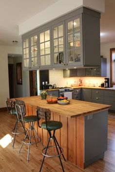 Kitchen cabinet ideas pictures gallery: Two-tone & other color for painting cabinet, DIY wood shelves. Rustic, vintage, modern metal style cabinet organization for small kitchen, etc. Ikea Cabinets, Kitchen Cupboards, Open Kitchen, Kitchen Storage, Country Kitchen, Diy Wood Shelves, Glass Shelves, Home Interior, Interior Design Living Room